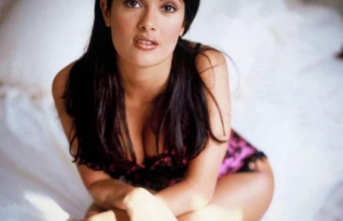 Deslumbra las redes salma hayek por sensual foto en lencería
