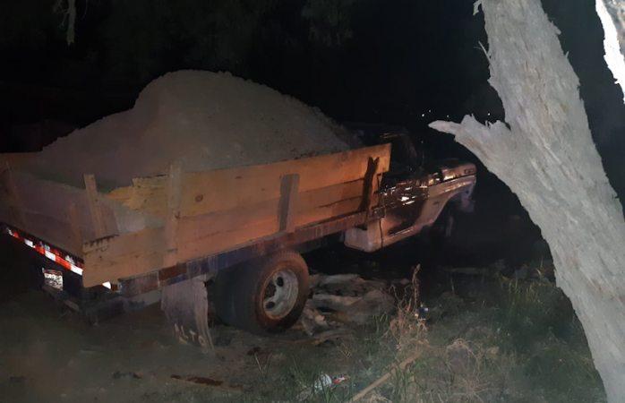 Arde camión de carga; presumen fue intencional