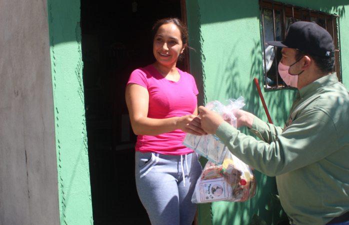 Entregan apoyos alimentarios en cabecera municipal de Guadalupe y Calvo