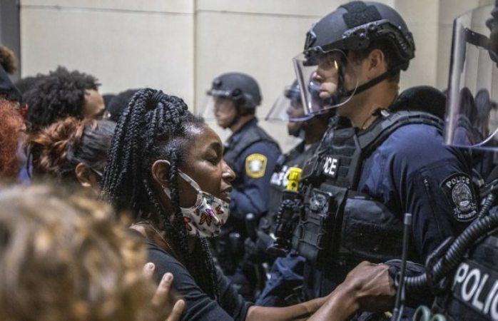 Policía de Kentucky mata a hombre durante protestas por racismo