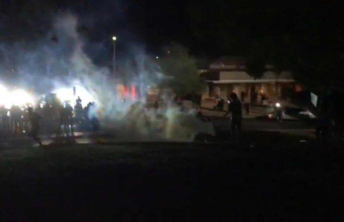 Usan gas lacrimógeno y balas de goma para esparcir a manifestantes en El Paso