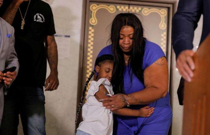 Madre de hija de George Floyd exige justicia por su asesinato