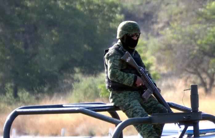 Enfrentamiento entre soldados y civiles deja un muerto y 2 heridos