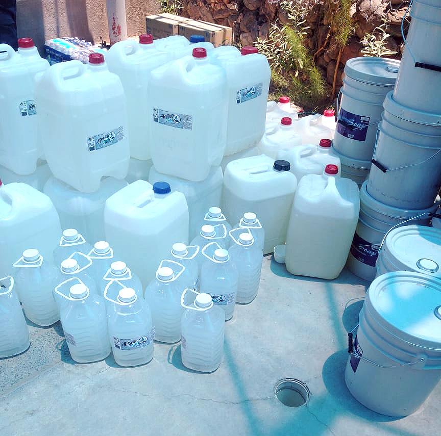 Mucho gel antibacterial en la ces sin repartir