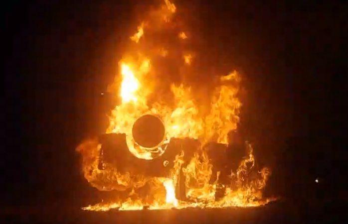 VIDEO: ojinaguenses queman troca de funcionaria federal