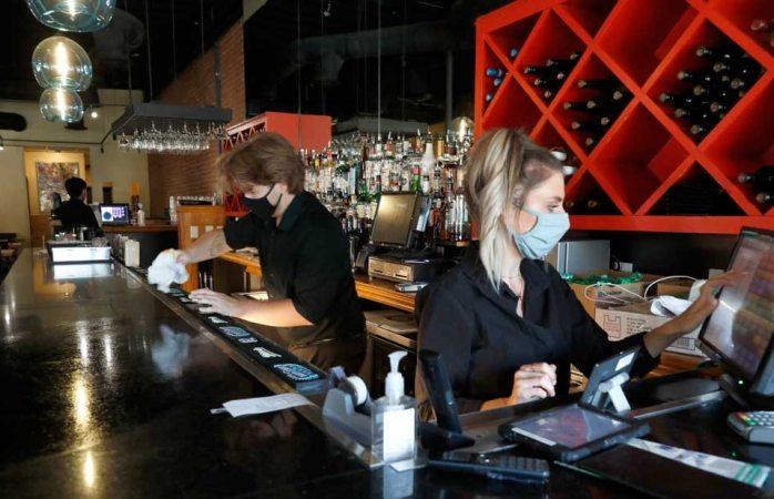 Cierran de nuevo los bares en el paso por repunte de covid