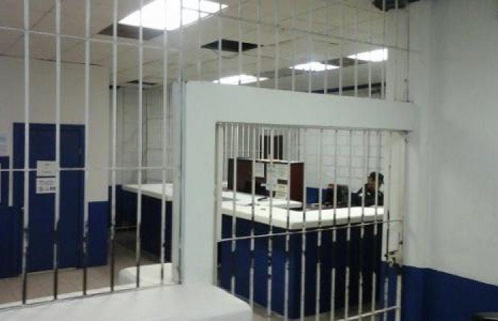 Solicitan custodios de barandilla en la policía municipal