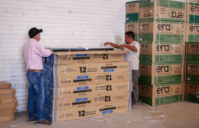 Entregan boilers solares a familias