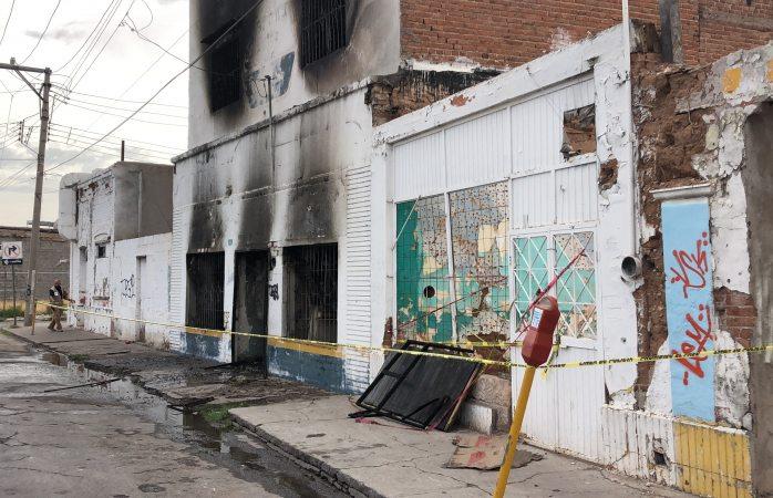 A punto de derrumbarse cantina incendiada