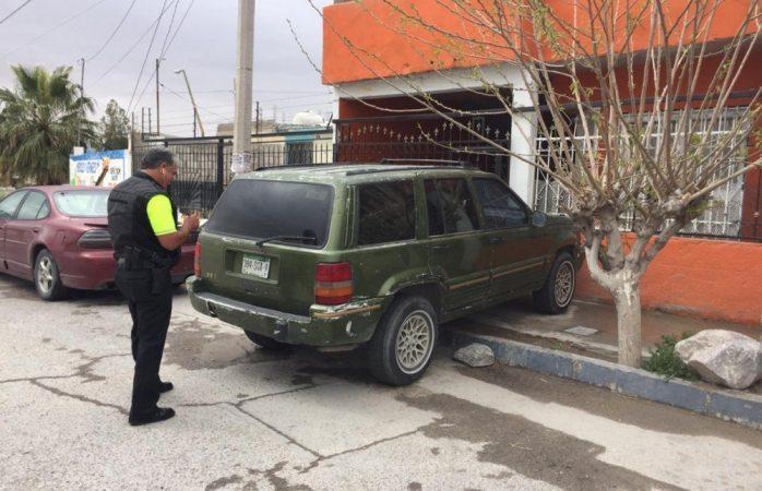 Sanciona seguridad vial a vehículos reincidentes mal estacionados