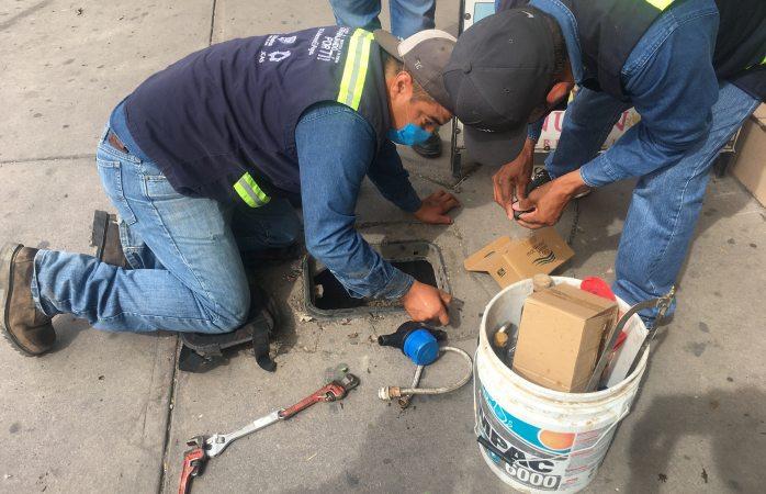 Remplazarán tapas y medidores de agua en el centro