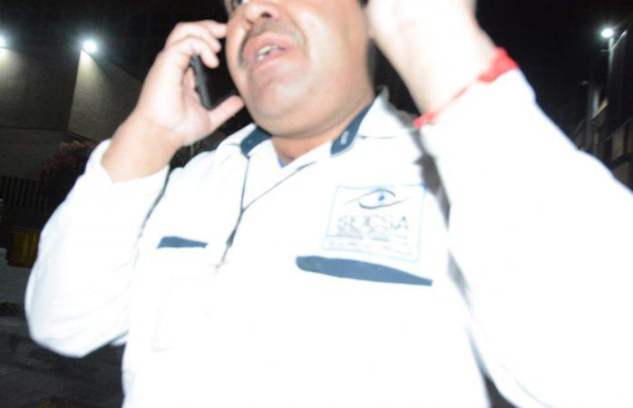 Agrede vigilante del IMSS a reportero por realizar su trabajo