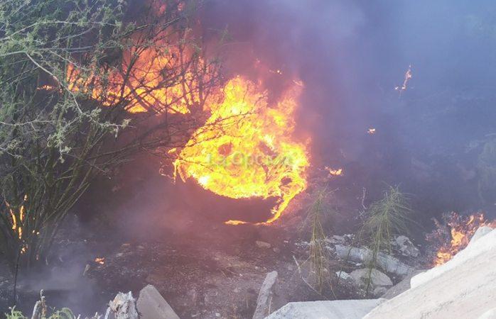 Arde en llamas tiradero clandestino; temían se propagara a granjas