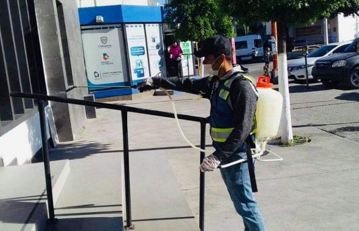 Desinfecta municipio las calles en Delicias