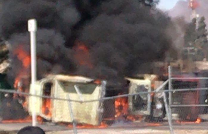 Incendian furibundos productores camiones de conagua