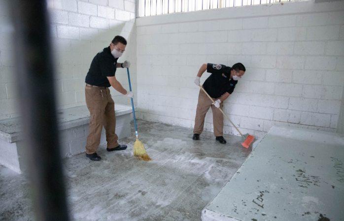 Desinfectan área de barandillas en la dspm