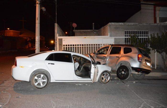 Tres lesionados tras fuerte choque en la Mármol