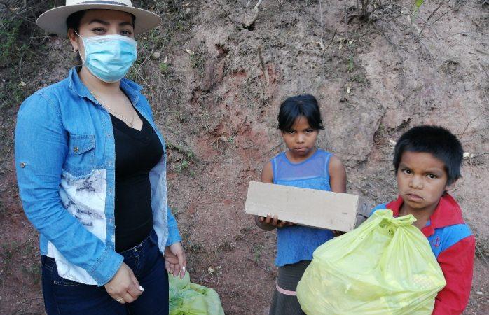 Dif municipal de Guadalupe y Calvo entrega apoyos alimentarios casa por casa