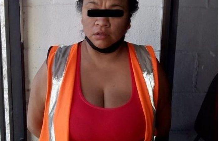 Municipales detienen a mujer que traía una libra de marihuana