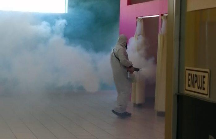 Desinfectan escuelas antes de regreso a clases