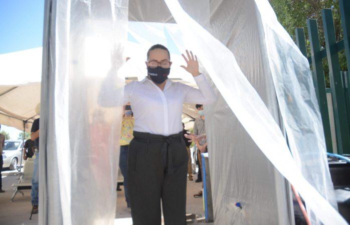 Donan y colocan túnel sanitario en clínica del Imss Saucillo