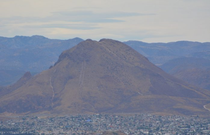 Suspenden construcción de gasolinera en el cerro grande