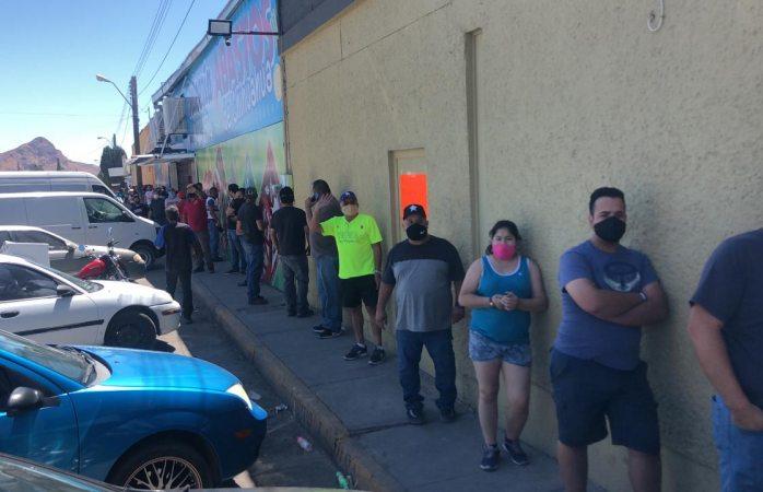 Enorme fila para comprar cerveza en la revolución
