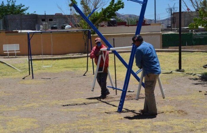 Instalan juegos infantiles en parque de urbivillas del rey