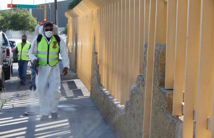 Esparce servicios públicos más 47 mil litros de sanitizante en parques industriales