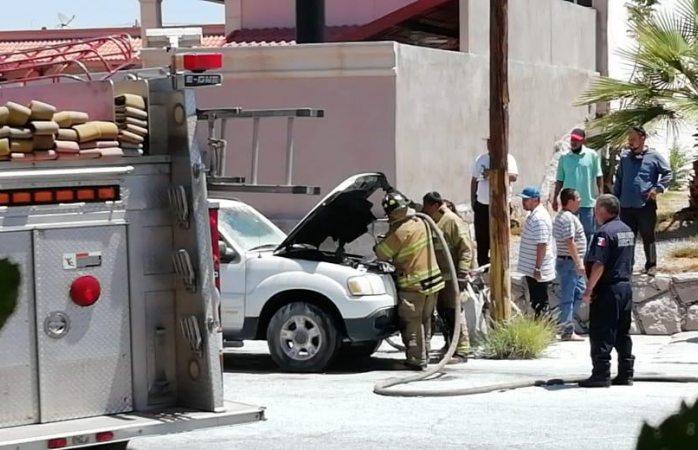 Se incendia camioneta en pleno centro