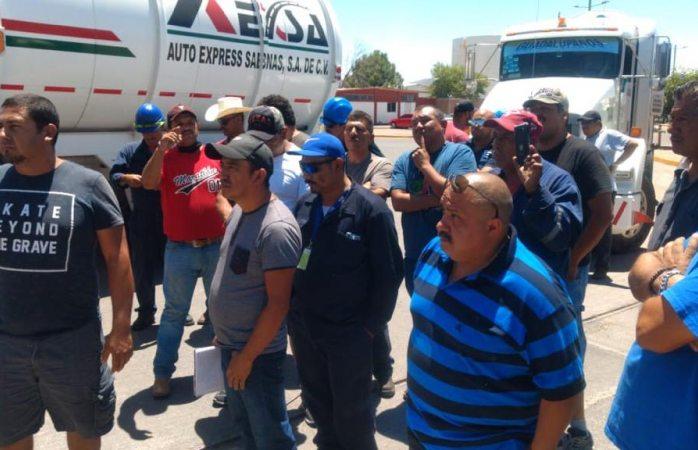 Protestan choferes de pemex porque les acusan de robo