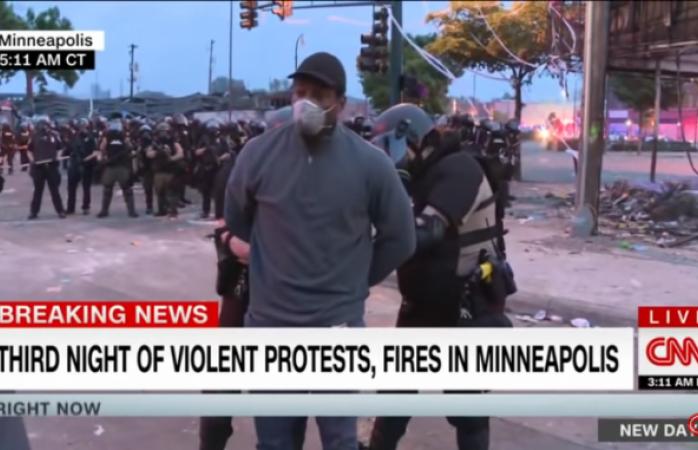 Así arrestaron en vivo a reportero de cnn