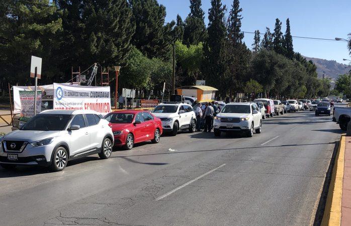 Arman caravana de autos para pedir salida de amlo