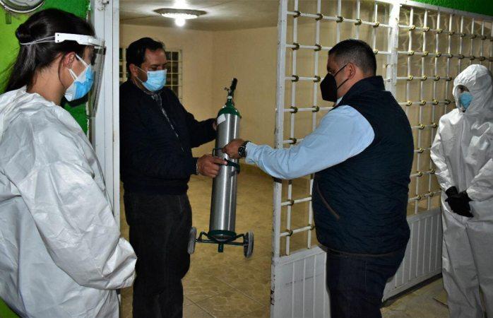 Supervisa alfredo lozoya entrega de tanques de oxígeno por covid-19