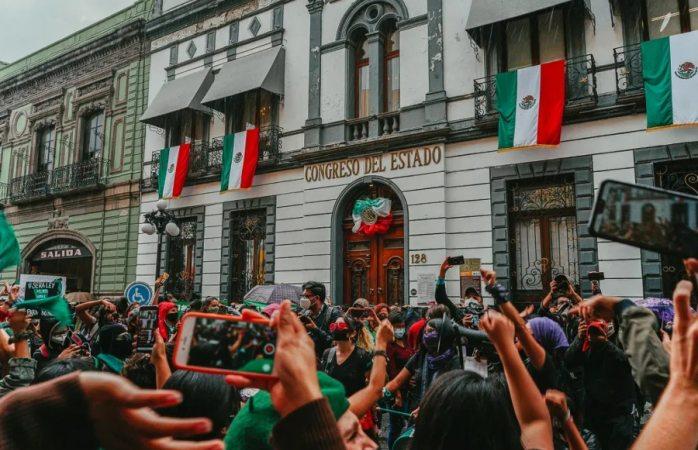 Poblanas bailan contra la criminalización del aborto