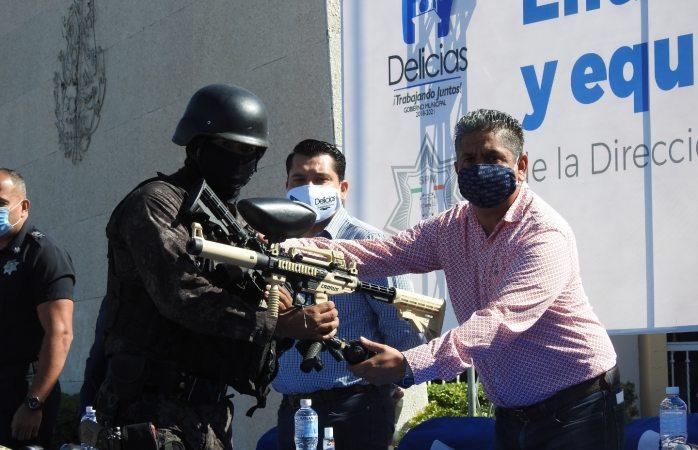 Entrega alcalde unidades, armas y equipos nuevos a seguridad pública