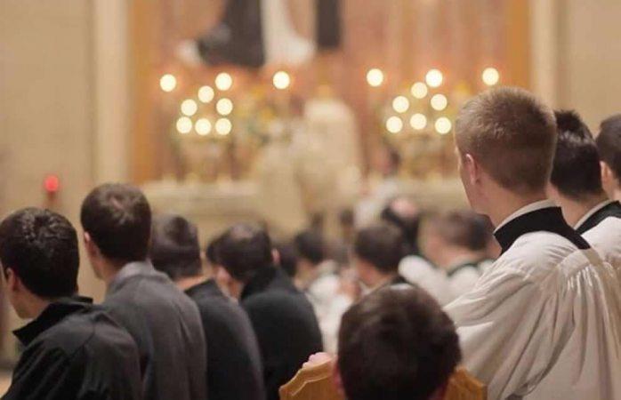 Denuncian abusos contra seminaristas