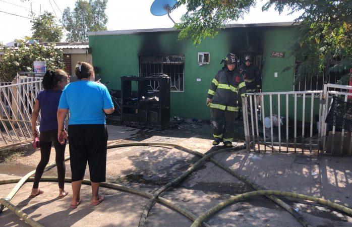 Resulta con quemaduras graves en incendio en la villa