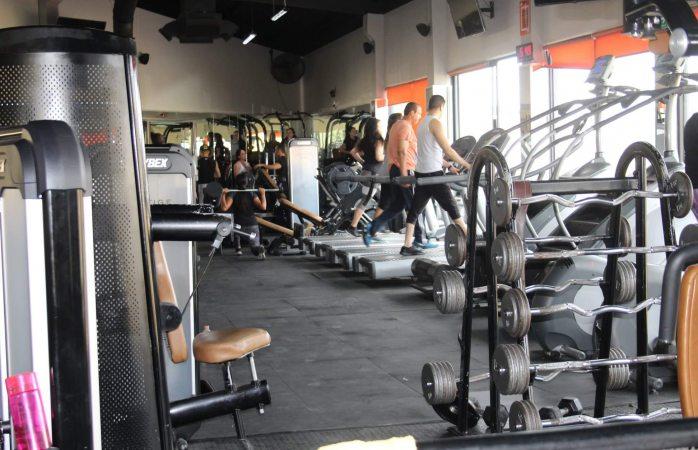 Dueños de gimnasios lamentan retorno a naranja