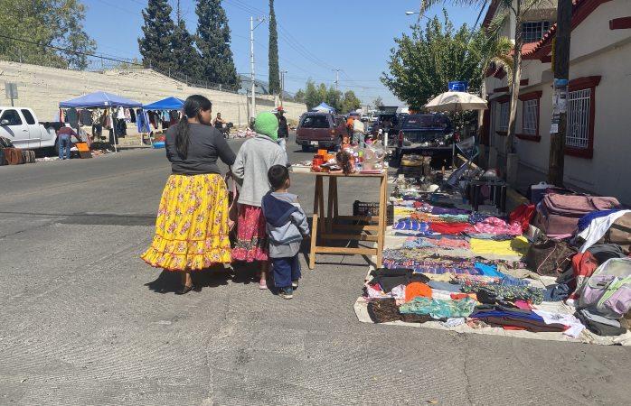 Sin miedo comerciantes al brote de covid en tianguis de la Campesina