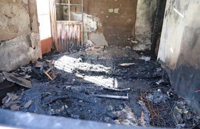 Queda atrapado y muere al incendiarse su vivienda