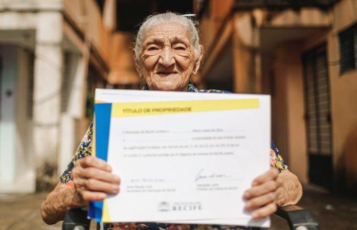 Logra abuelita terminar de pagar su casa a los 114 años