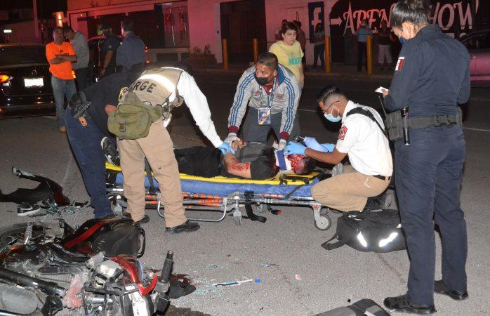 Se debate entre la vida y la muerte motociclista tras accidente