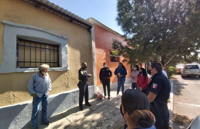 Entregan municipales a adulto mayor su casa reparada