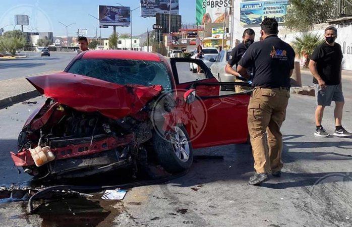 Juegan carrera en avenida y muere un conductor