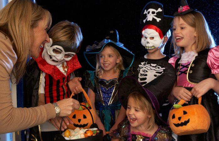 Cabada pide no arriesgar niños en halloween