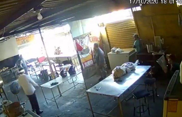 Liberan a empleado de rosticería que ejecutó a extorsionador
