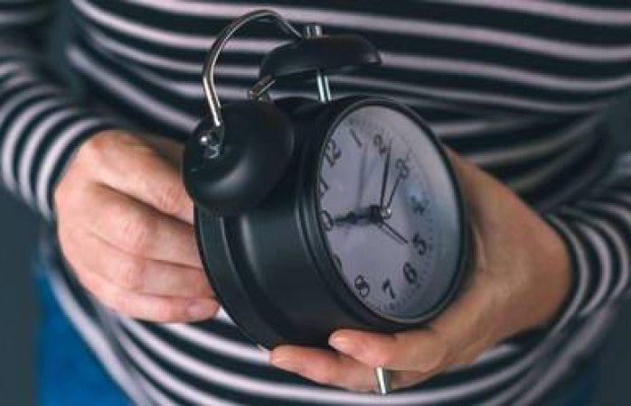 Se atrasará una hora reloj por cambio de horario el domingo