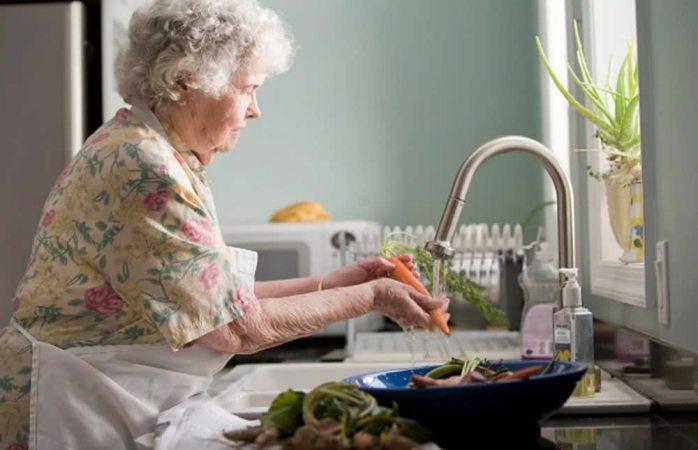 Se agrava en el país el síndrome de la abuela esclava