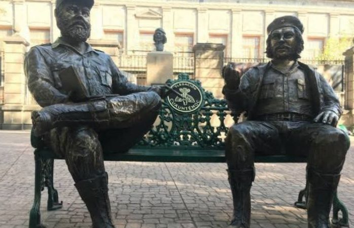 Panista exige retirar estatuas de fidel castro y che guevara